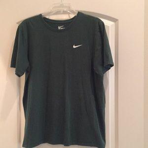 Nike Large dark green shirt sleeve shirt